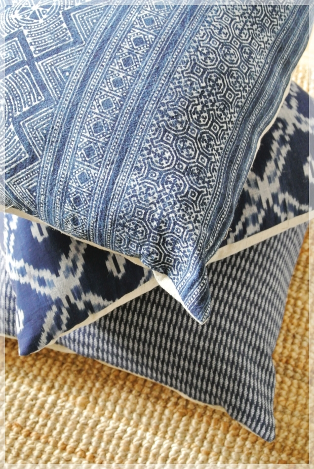 Eclectic bohemian blue livingroom scandinavian style / boheemi värikäs olohuone sisustustyynyineen
